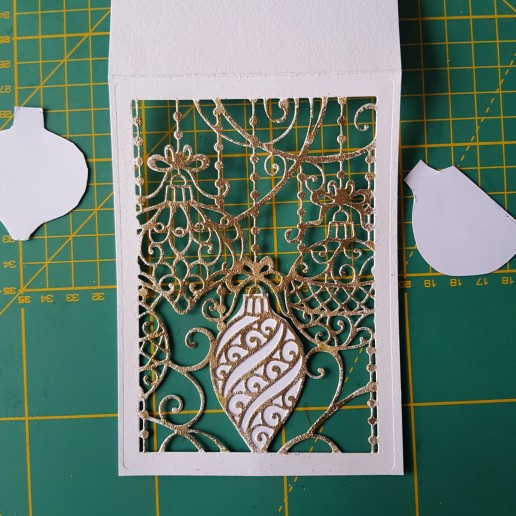 CC sparkly bauble die shaker card how to